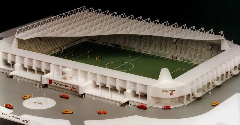 1280px-Maquette_Stadion_De_Geusselt_Maastricht_ca_1980-90_niet_gerealiseerd.jpg
